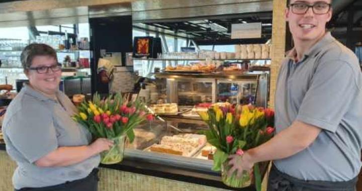 Blumen zum Valentinstag in der Panoramabar